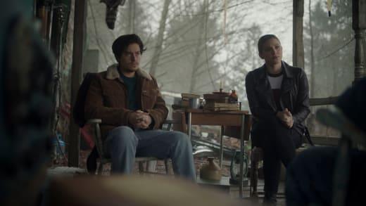 Les enquêteurs réunis - Riverdale saison 5 épisode 9