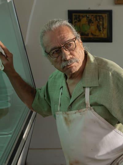 Felipe nettoie le magasin - Mayans MC Saison 3 Episode 5