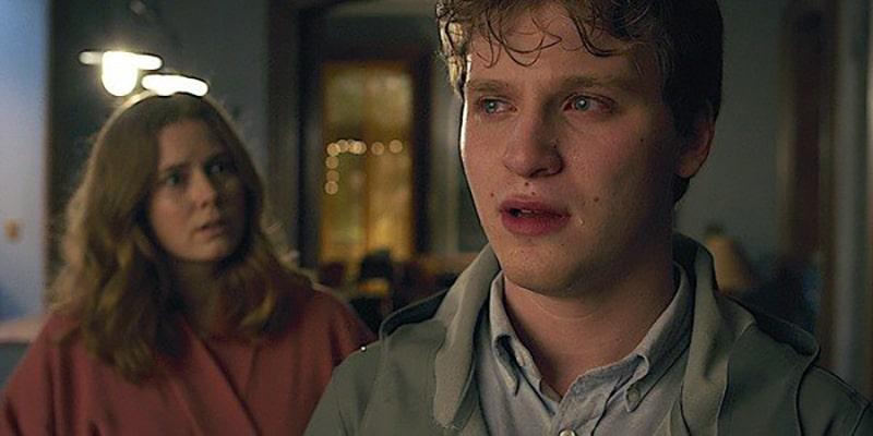 Ethan et Anna dans La Femme à la fenêtre